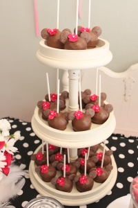 Minnie mouse cake pops!!